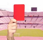 Ręka trzyma czerwoną kartkę — Zdjęcie stockowe