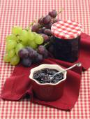 Chutney of red and white grapes — Stock Photo
