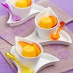 Frozen yogurt and mango — Stock Photo #59782137