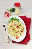 Spaghetti with chilli garlic and parmesan cheese — Stock fotografie