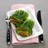 Savoy cabbage with salmon — Foto Stock