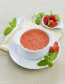 Cold strawberry soup with mint — Stock Photo