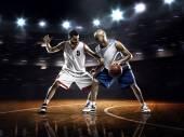 Basketbalisté v tělocvičně — Stock fotografie