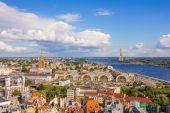 Riga, letonia - 26 de junio de 2014. vista desde o iglesia de san pedro — Foto de Stock