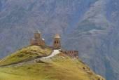 Georgia, Stepantzminda. Old church in the mountains — Stock Photo