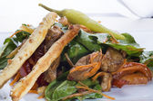 Lucullus warm salad, made with chunks of sautéed pork — Stock Photo