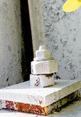 Alte lackiert in weiß bolzen und mutter — Stockfoto