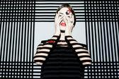 Menina da moda no fundo geométrico — Fotografia Stock