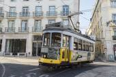 Lissabon gele tram — Stockfoto