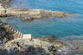 Klifami na wybrzeżu Costa Brava, Hiszpania — Zdjęcie stockowe