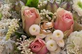 Bride's boquet with rings — Stock Photo