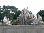 Neptune fountain in Schonbrunn — Stock Photo