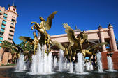 Paradise Island Fountain — Stock Photo