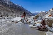 Two Hindu Saints in the Indian Himalayas. — Stock Photo
