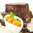 Brown chocolate chunk block and fresh kumquat. This is perfect harmony of tasting flavor chocolate and orange, lemon, exotic for cake, muffin, ice cream, fondue, pie and your favorite desserts. — Stock Photo #72329097