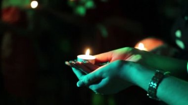 Candlelight in woman hands — Stock Video