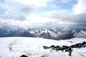 Travel on Mount Elbrus slope — Stock Photo