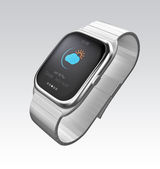 Silver smart watch display climate information — 图库照片