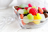 Colourful candies in heart shaped dish — Stockfoto
