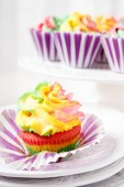 Rainbow colored muffin ready to eat — Stock Photo