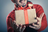 Male giving a gift box — Stock fotografie