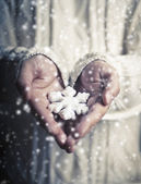 Hands holding a snowflake.  — Stock Photo