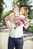 Beautiful couple embrace in the park — Foto de Stock