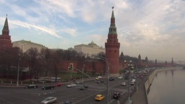 The Moscow Kremlin embankment flow machines — Stockvideo