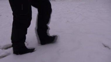 In winter, people walking on snow — Stock Video