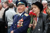 The unknown veteran on the Victory Day in Moscow during march of communists — Stock Photo
