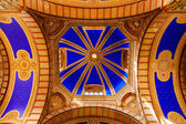 Dome of the hallof fame of the Cimitero Monumentale in Milan — Stock Photo