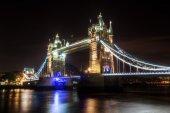 Tower Bridge in London at night — Stock Photo