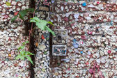 Wall with chewing gums of loving couples in Verona — Stock Photo