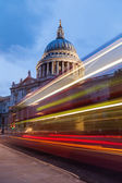 Light trails of buses at the St Pauls Cathedral in London — Stock Photo