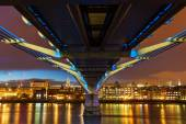 Millennium Bridges in a low angle view in London at night — Stock Photo