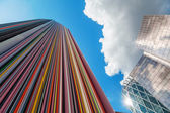 Colorful artistic column in La Defense, Paris — Foto de Stock
