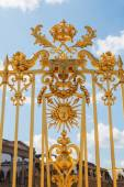 Golden fence in front of the Palace of Versailles in France — Stock Photo