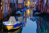 Night scene of a typical canal in Venice, Italy — Foto de Stock