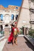 Colosseum in Rome, Italy, with a historic costumed man — Stock Photo