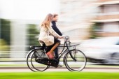 Cycling couple in motion blur — Stock Photo