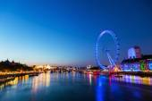 View of the Thames in London with London Eye at blue hour — Foto Stock