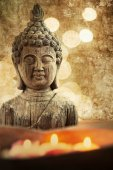 Textured picture in vintage style of a Buddha bust with candlelights — Stock Photo