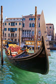 Traditional gondola on the Grand Canal in Venice, Italy — Stock Photo