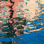 Water reflections of colorful houses on Burano, near Venice, Italy — Stock Photo