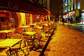 Night view of a cafe restaurant on the Montmartre hill in Paris, France — Stock Photo