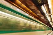 Metro in motion blur at the Arts et Metiers Metro station in Paris, France — Stock Photo