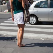 Woman wants to cross a pedestrian crossing — Stock Photo