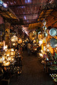 Souk with arabian lamps and copperware in Marrakesh, Morocco — Stock Photo