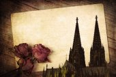 Vintage style composition of an old postcard, dried roses and the Cologne Cathedral — Photo