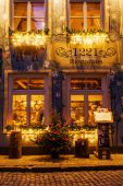 Restaurant in a historical building in the old town of Riga, Latvia, at night — Stock Photo